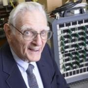 Physiker entwickelt Super-Batterie – Neuer Glasakku könnte den Smartphonemarkt revolutionieren
